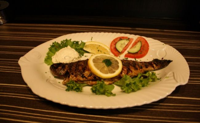 100. Trout grilled in garlic butter 14,00€