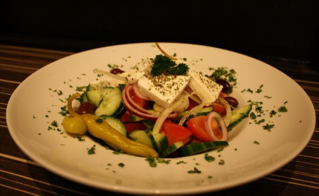 9. Greek salad large 9,00€